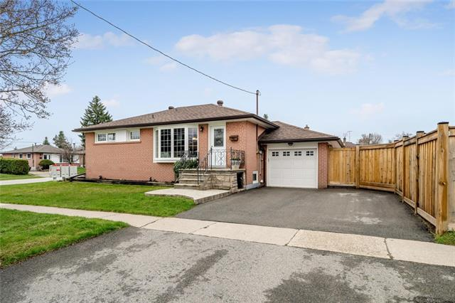 pictures of house for sale MLS: O4436665 located at 64 Raylawn Cres, Halton Hills L7G 4M8