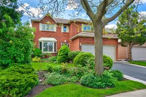 pictures of house for sale MLS: O4521385 located at 1056 Grandeur Cres, Oakville L6H4B5