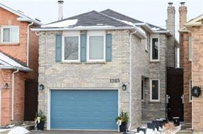 pictures of house for sale MLS: O4711275 located at 1285 Valerie Cres, Oakville L6J7E7