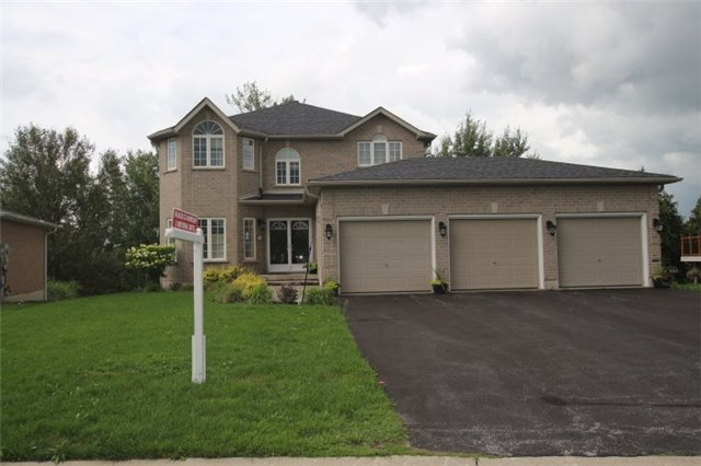 pictures of 32 Capilano Crt, Barrie L4M 7E6