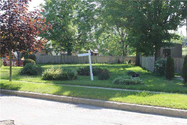 pictures of 4 Centre St, Barrie L4N 3L4