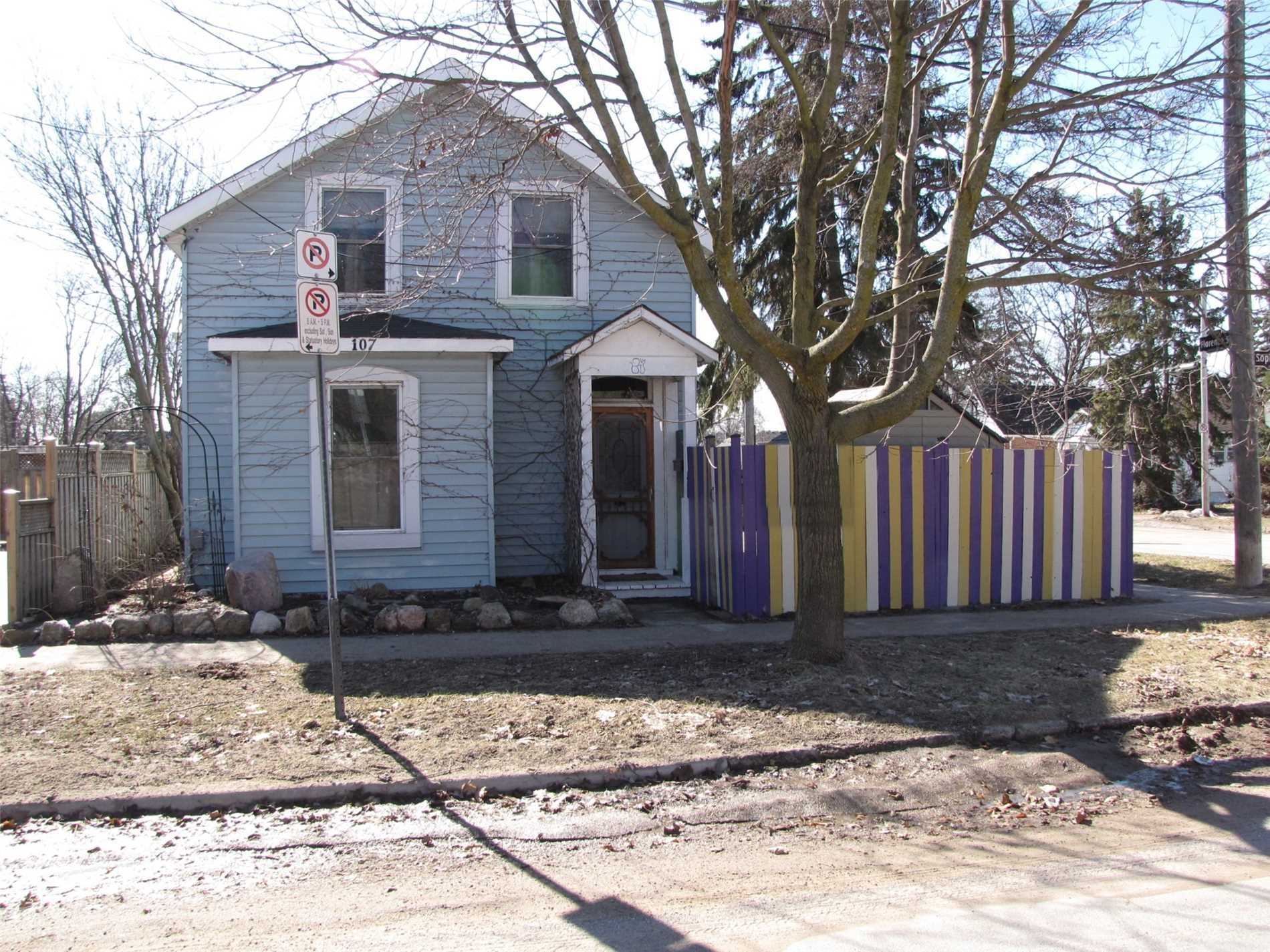 pictures of 107 Sophia St W, Barrie L4N1J4