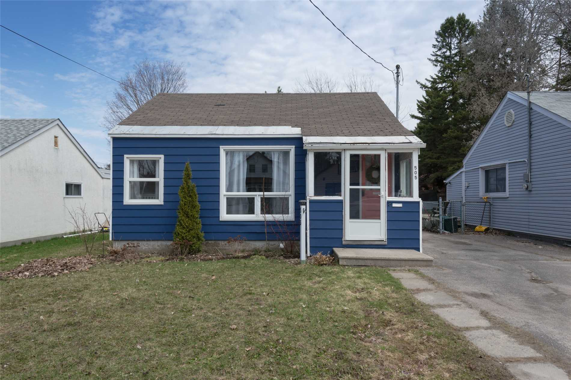 pictures of house for sale MLS: S4427977 located at 505 Russell St, Midland L4R 3B5