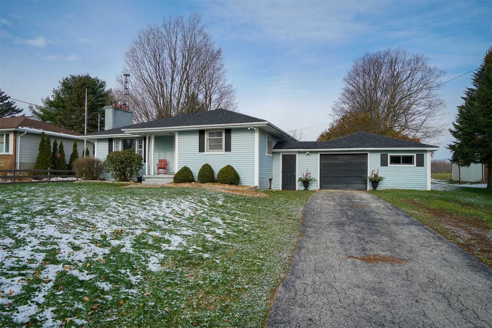 pictures of house for sale MLS: S4661976 located at 114 Ridge Rd E, Oro-Medonte L0L2E0