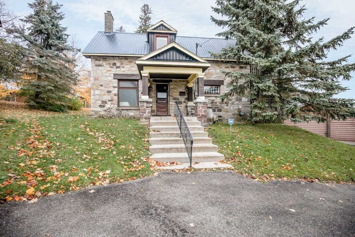 pictures of house for sale MLS: S4676604 located at 16 Dunn Ave, Orillia L3V2N9