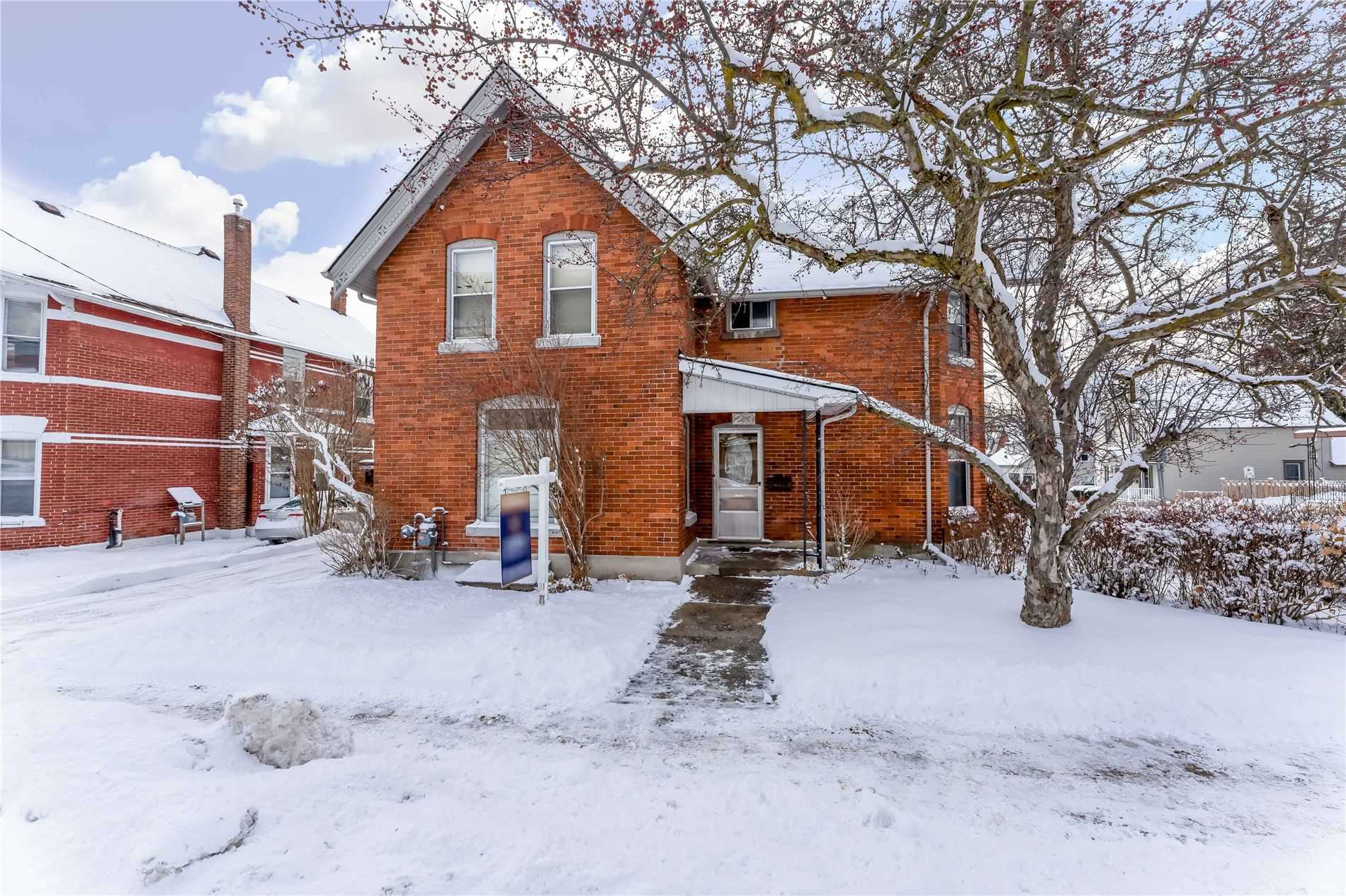 pictures of house for sale MLS: S4676850 located at 23 Penetang St, Orillia L3V3N1