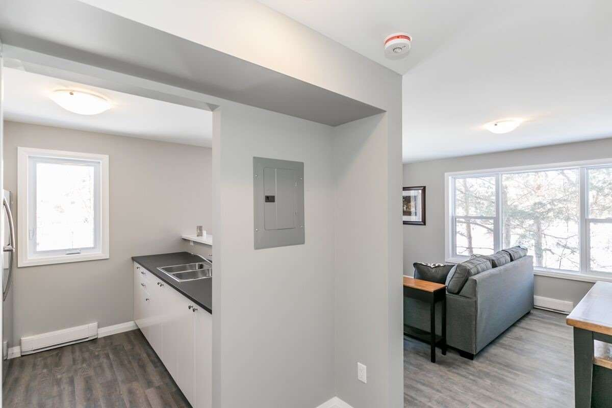 pictures of 170 Bradford  St, Barrie L4N3B5