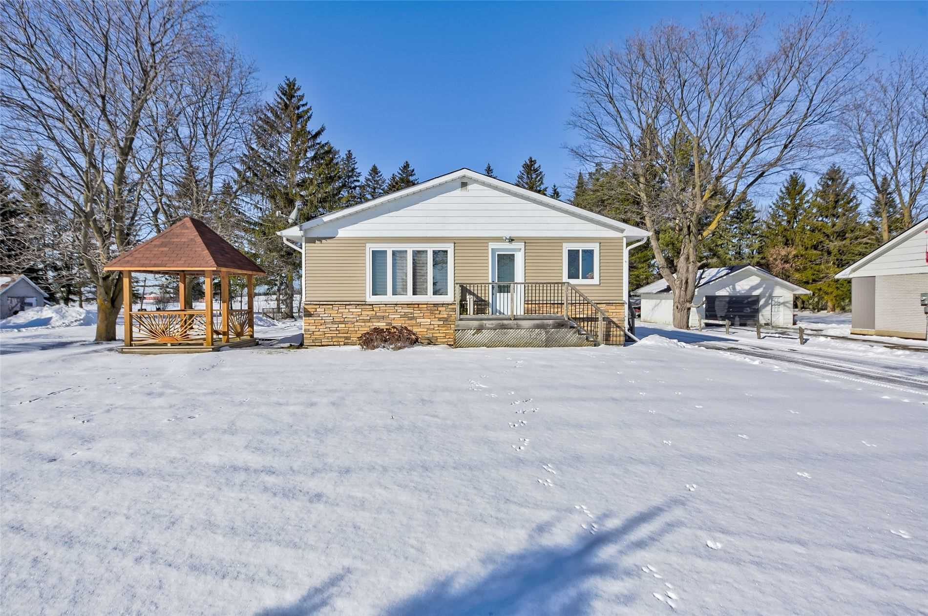 pictures of house for sale MLS: S4686570 located at 2204 Hwy 11 Rd, Oro-Medonte L0L2L0