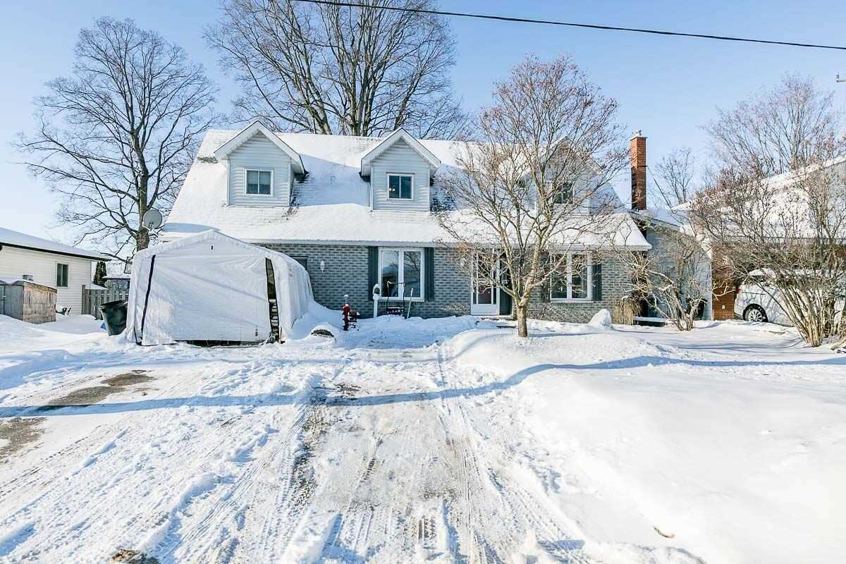 pictures of house for sale MLS: S4687491 located at 4 Dunlop St, Penetanguishene L9M1J2