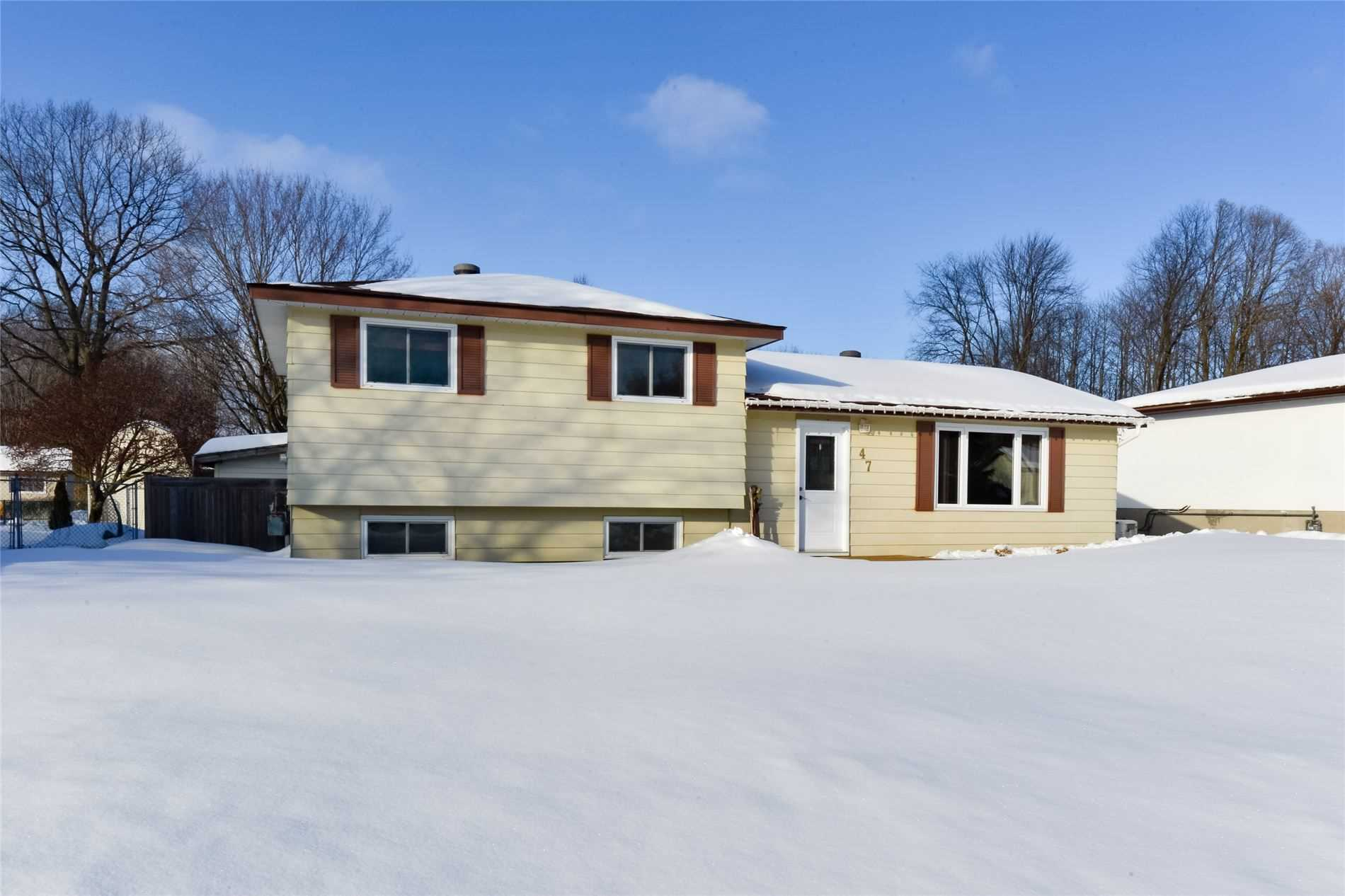 pictures of house for sale MLS: S4698794 located at 47 Hill Top Dr, Penetanguishene L9M1H9