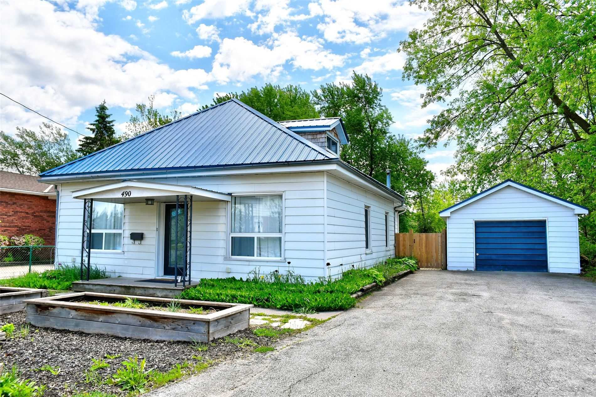 pictures of house for sale MLS: S4709654 located at 490 Sixth St, Collingwood L9Y1Z9
