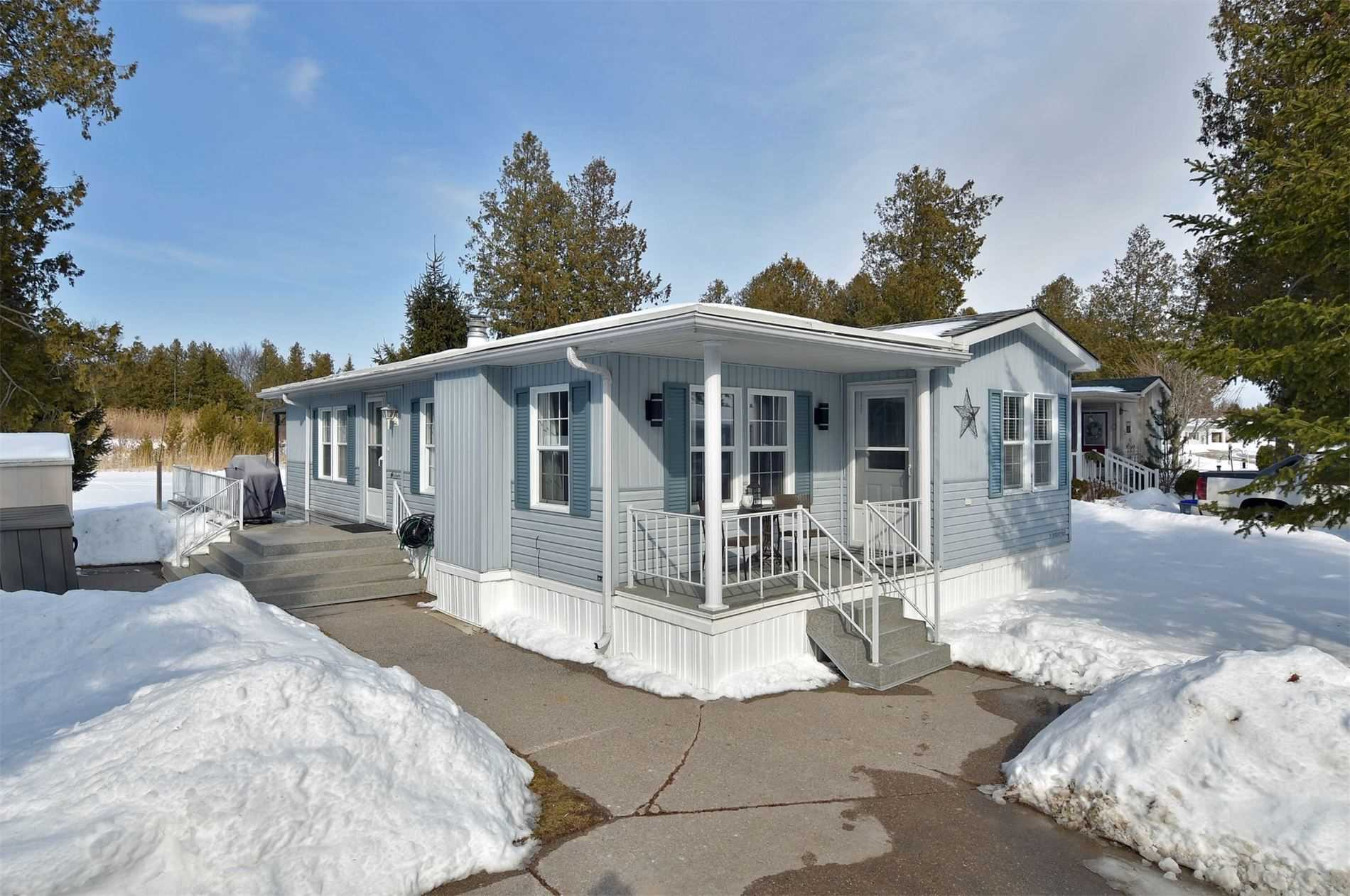 pictures of house for sale MLS: S4709893 located at 3 St James Pl, Wasaga Beach L9Z3A8