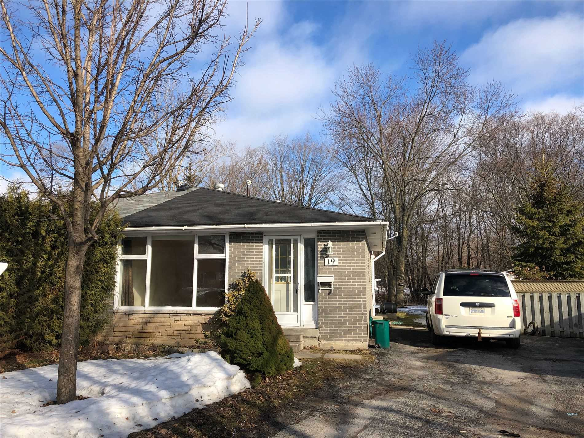 pictures of house for sale MLS: S4718397 located at 19 Burbank Pl, Barrie L4M2S8