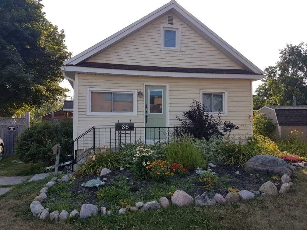 pictures of house for sale MLS: S4720492 located at 86 Moberly St, Collingwood L9Y3W9