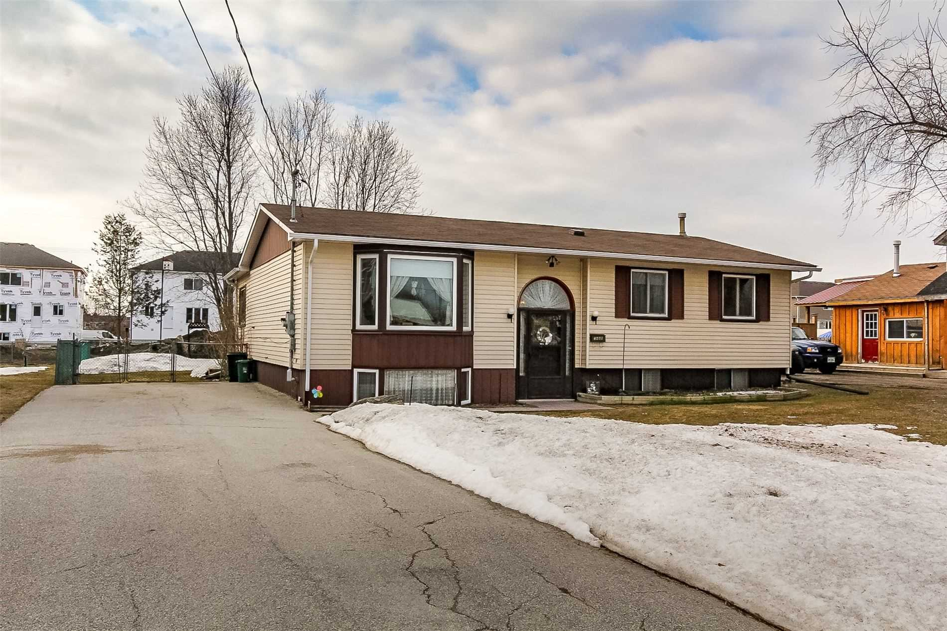 pictures of house for sale MLS: S4721439 located at 7469 91 County Rd, Clearview L0M1S0