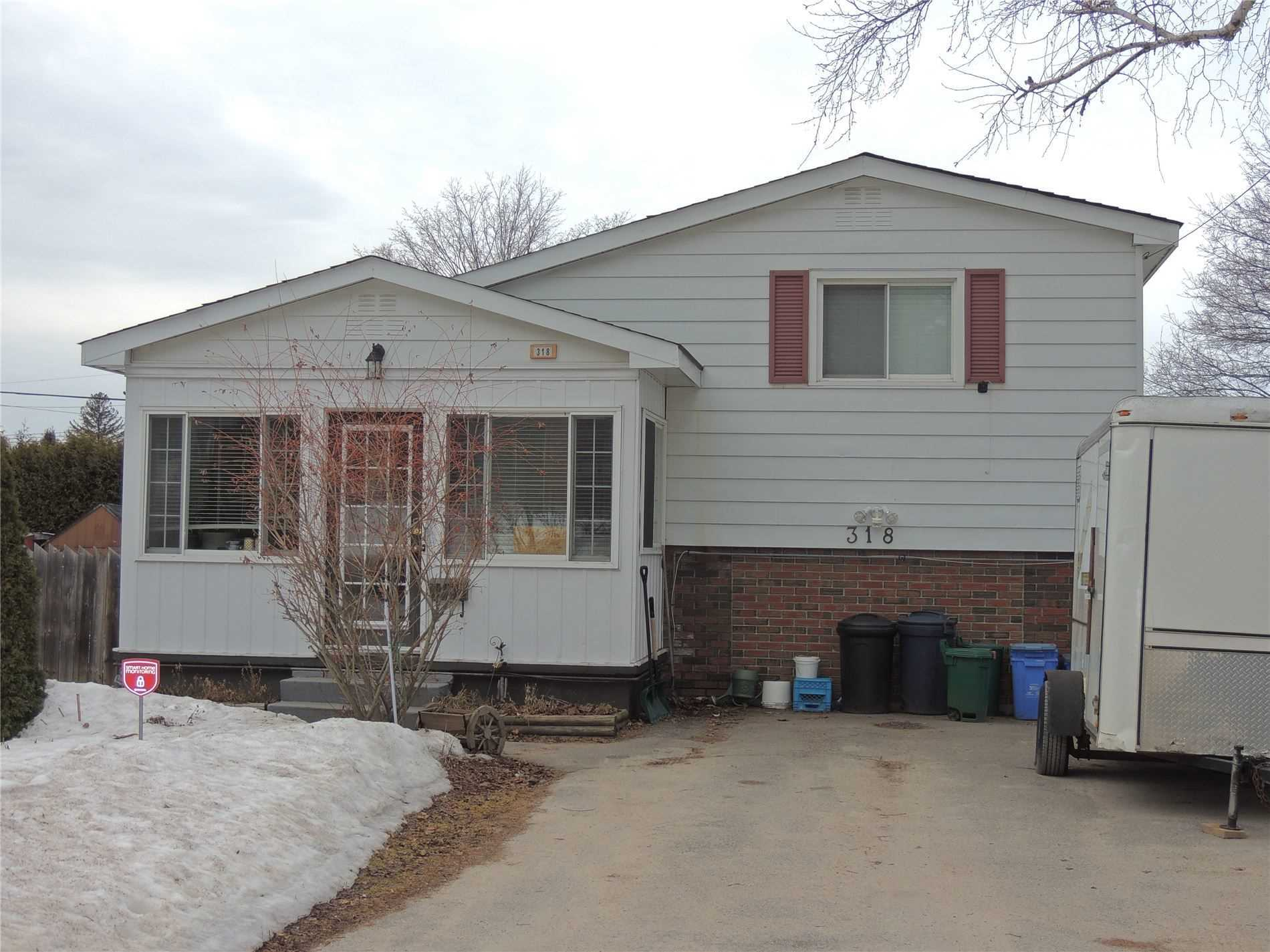 pictures of house for sale MLS: S4725012 located at 318 Colborne St, Midland L4R2J9