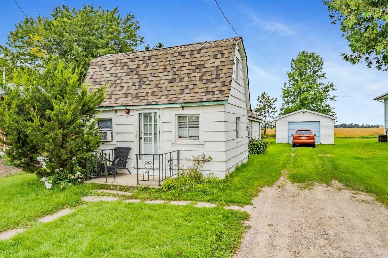 pictures of house for sale MLS: S4725546 located at 164 Queen St W, Springwater L0L1P0