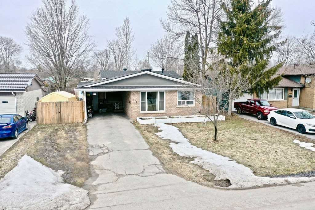 pictures of house for sale MLS: S4726894 located at 320 Collins Dr, Orillia L3V1E4