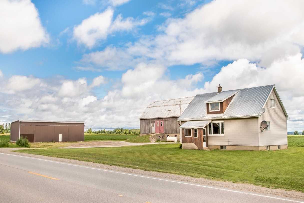 pictures of house for sale MLS: S4727032 located at 11019 County Rd 10 Rd, Clearview L0M1N0