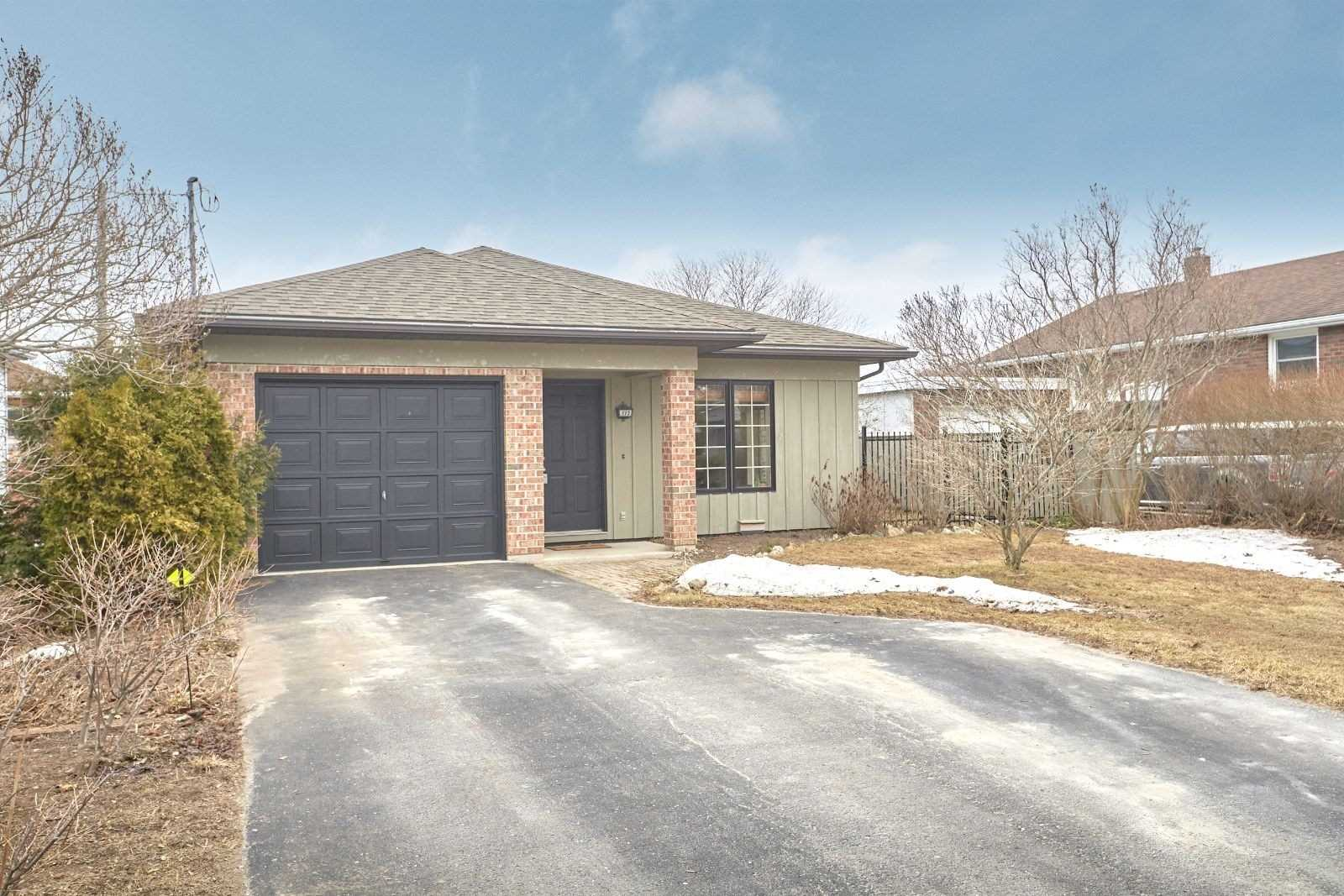 pictures of house for sale MLS: S4727755 located at 115 Robinson St, Collingwood L9Y3M2