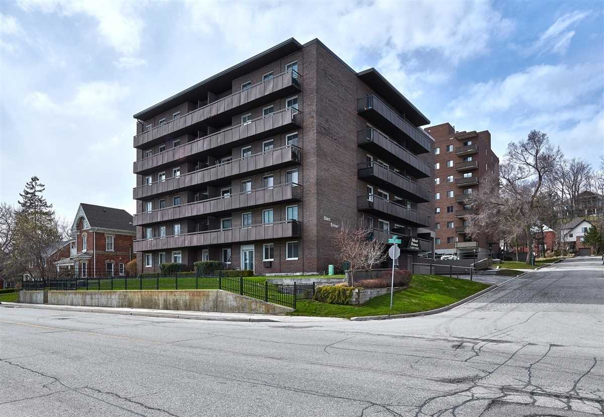 pictures of 2 Albert St, Barrie L4M3S4