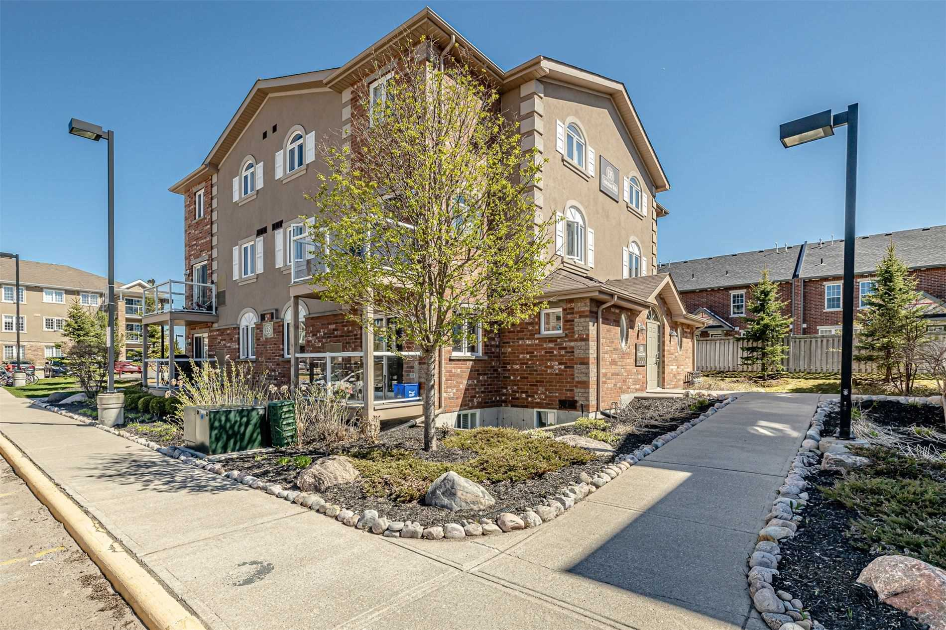 pictures of 135 Sydenham Wells, Barrie L4M0H3
