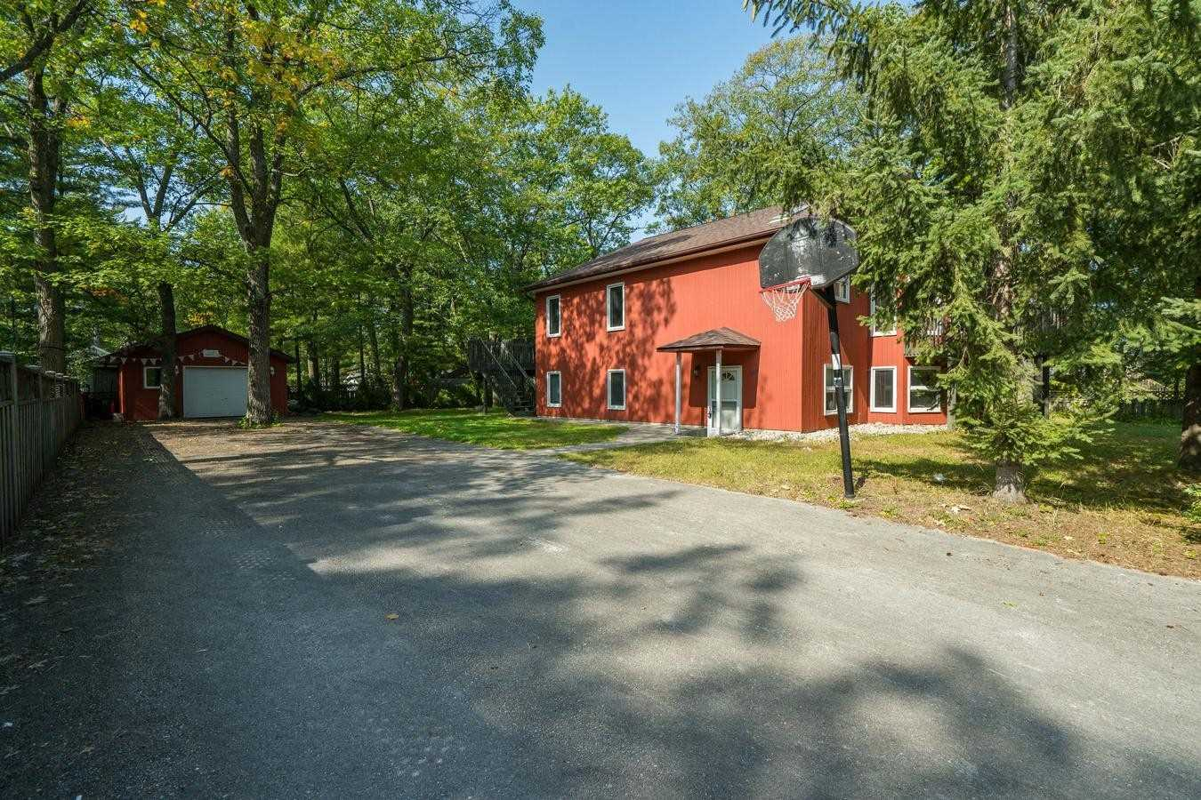 pictures of house for sale MLS: S4932731 located at 118 23rd Street N, Wasaga Beach L9Z2G2