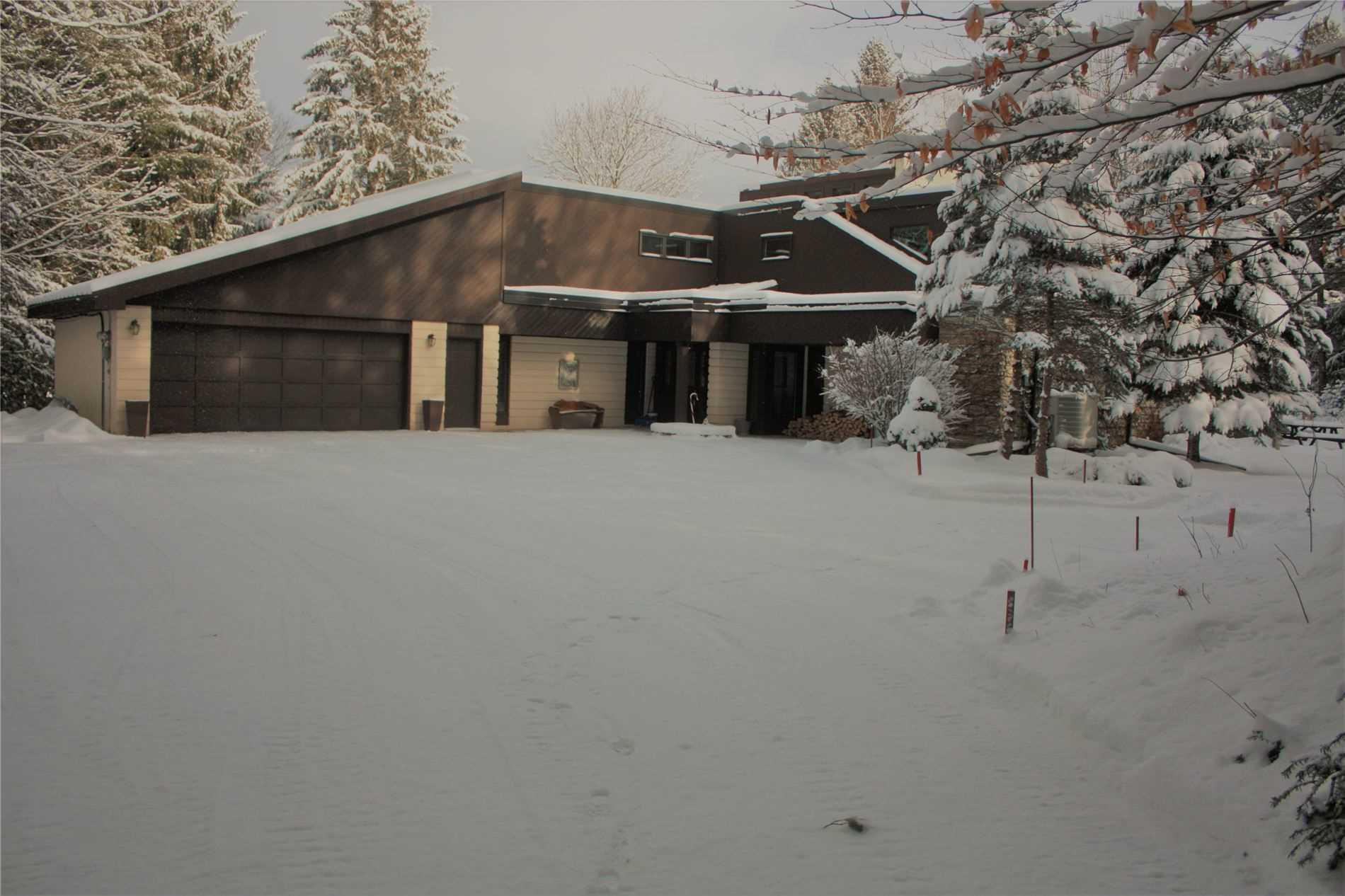 pictures of house for sale MLS: S5071846 located at 3169 South Sparrow Lake Rd, Severn L0K2B0