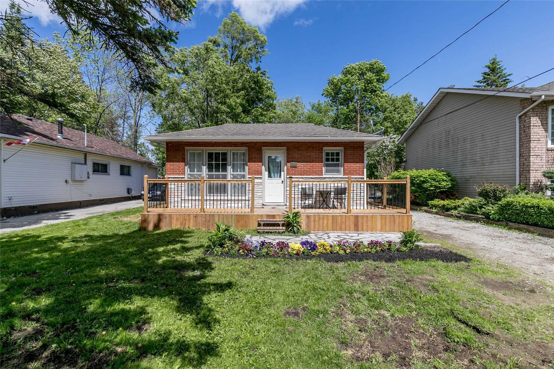 pictures of house for sale MLS: S5072400 located at 11 47th St S, Wasaga Beach L9Z1Y6