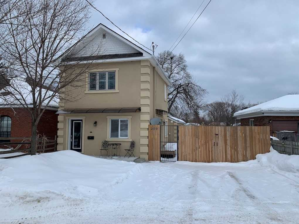 pictures of house for sale MLS: S5087172 located at 209 Robinson St, Collingwood L9Y3M4