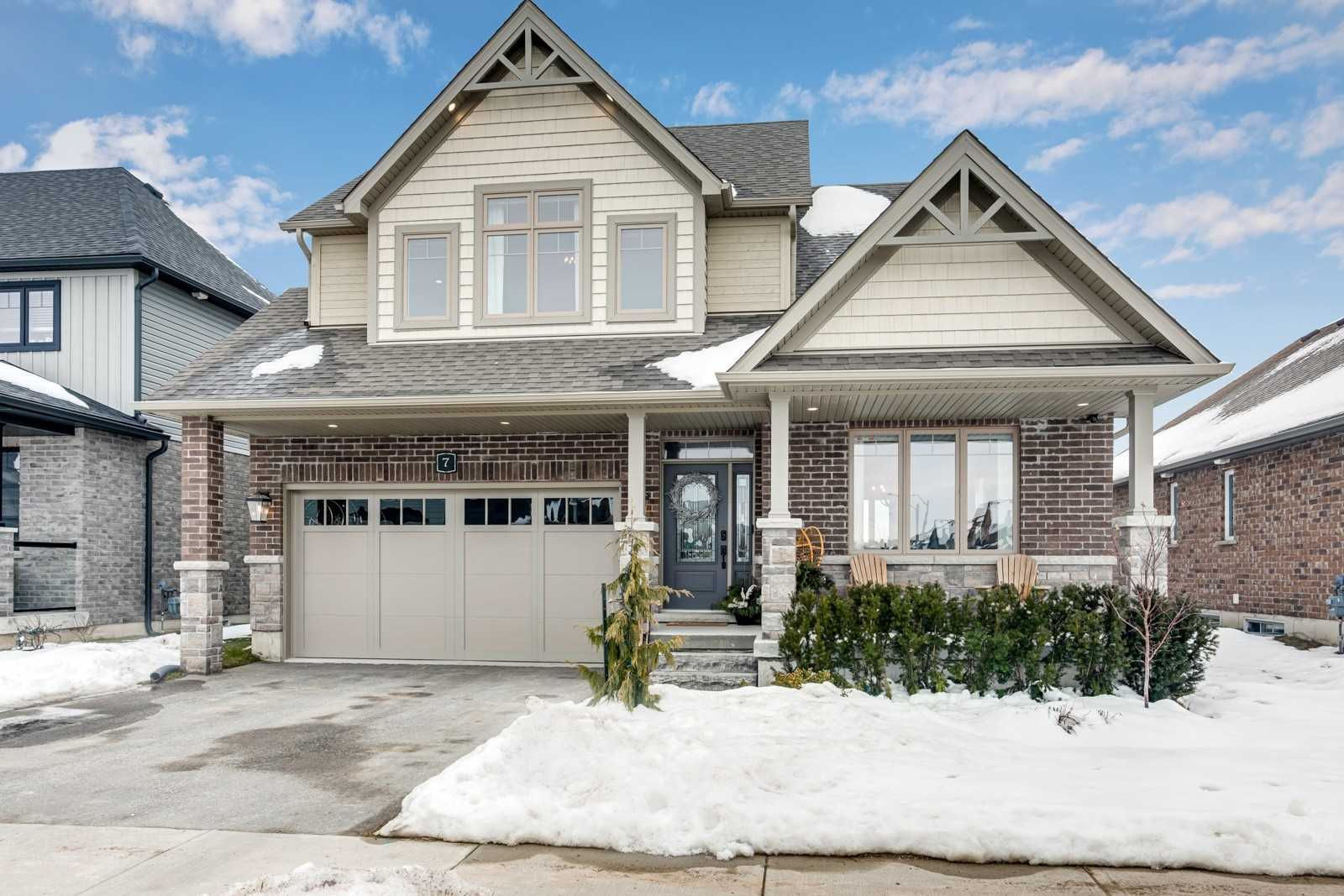 pictures of house for sale MLS: S5089855 located at 7 Portland St, Collingwood L9Y2L3