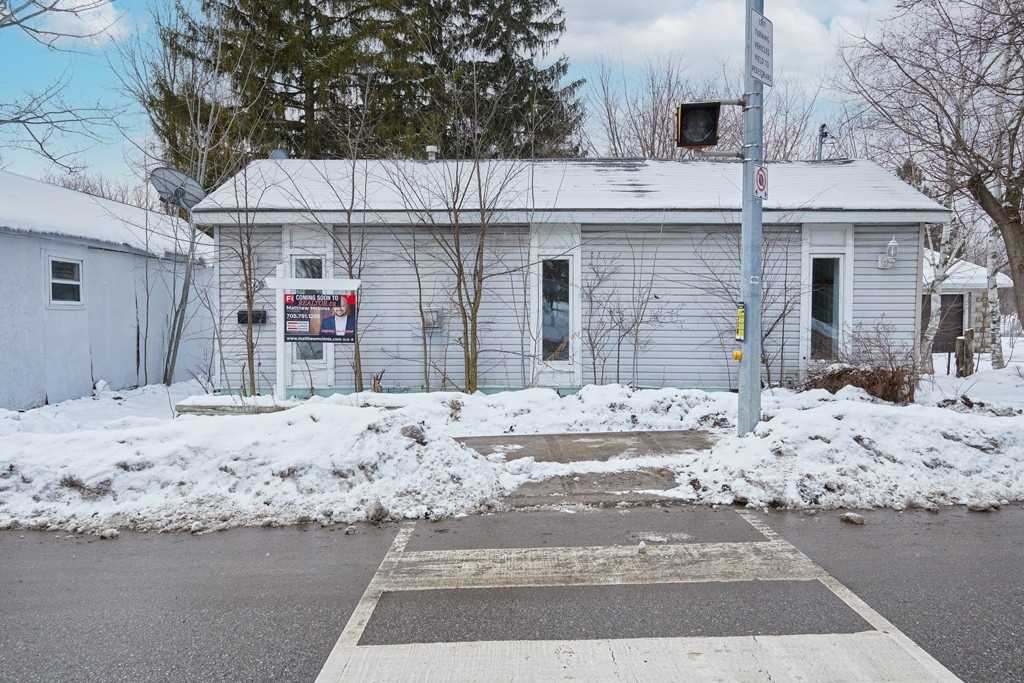 pictures of house for sale MLS: S5090399 located at 204 Coxmill Rd, Barrie L4N4G5