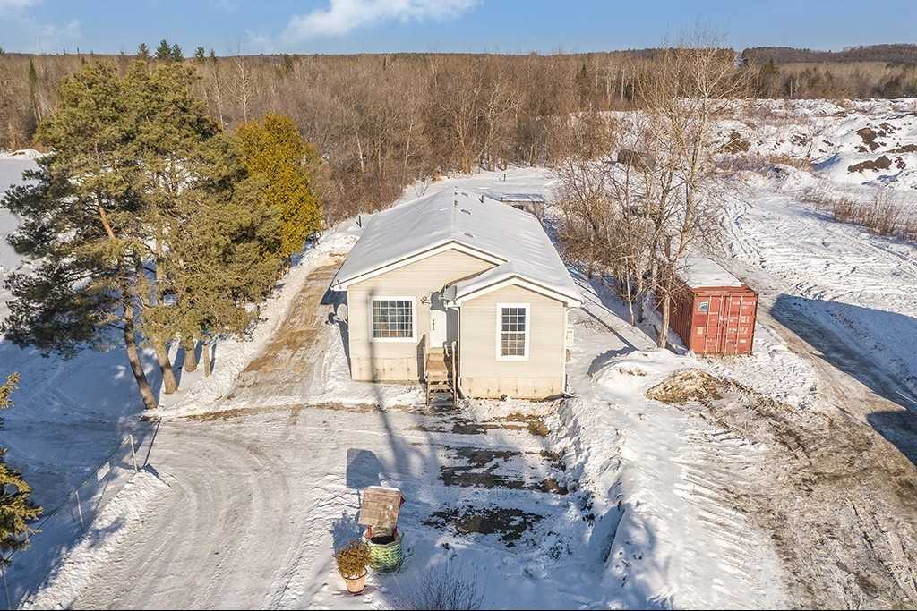 pictures of house for sale MLS: S5106777 located at 722 County Rd 90, Springwater L4N9X1