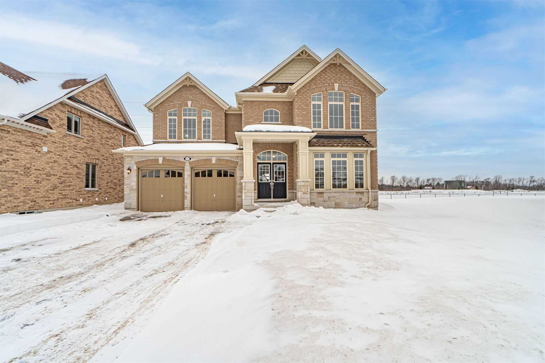 pictures of house for sale MLS: S5114445 located at 137 Trail Blvd, Springwater L9X0S5