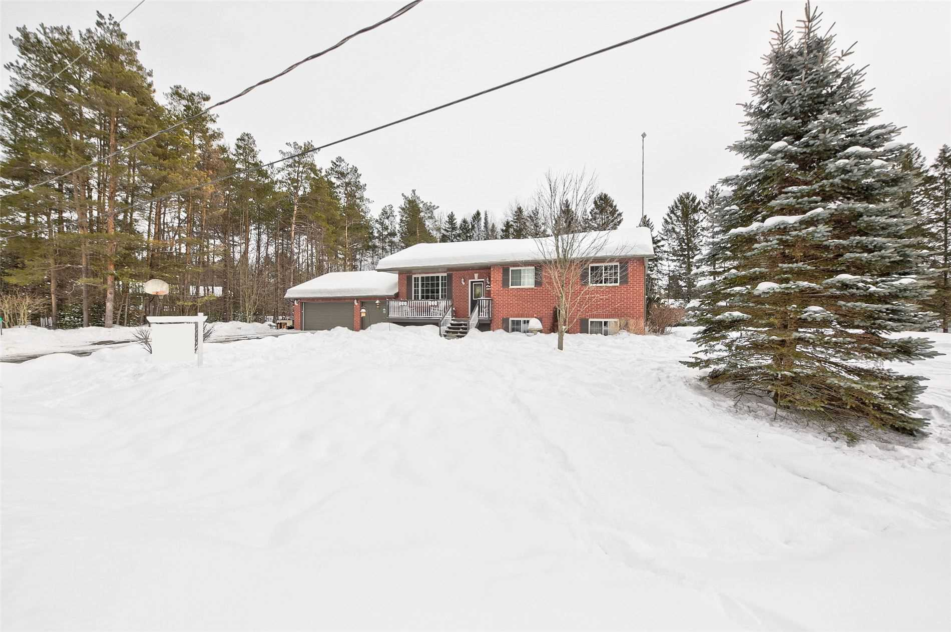 pictures of house for sale MLS: S5122076 located at 17 Crystalwood Lane, Springwater L9X0K3