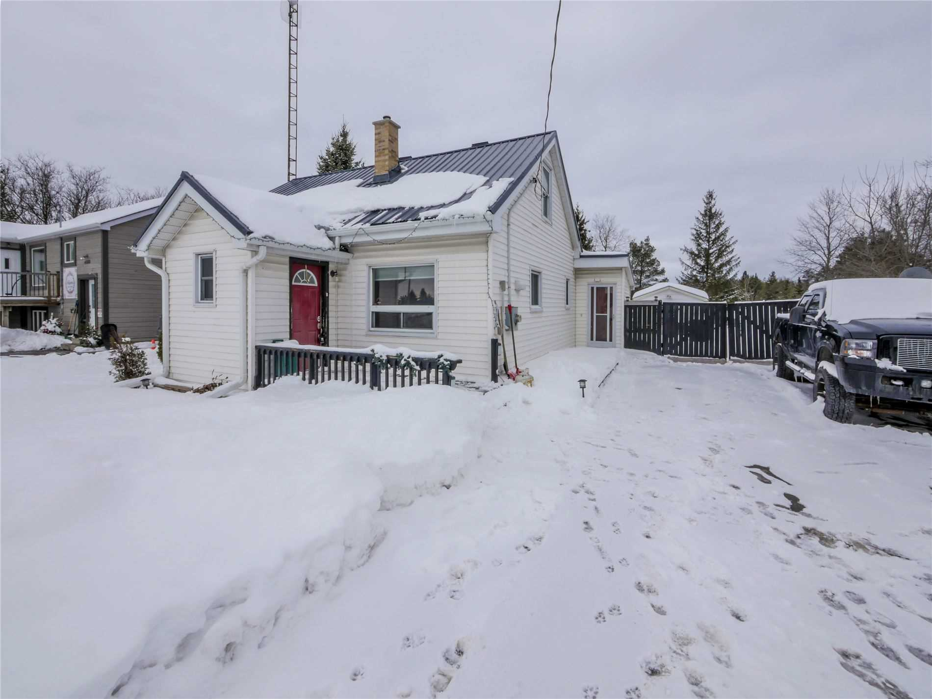 pictures of house for sale MLS: S5127275 located at 4876 90 County Rd, Springwater L4M4S4