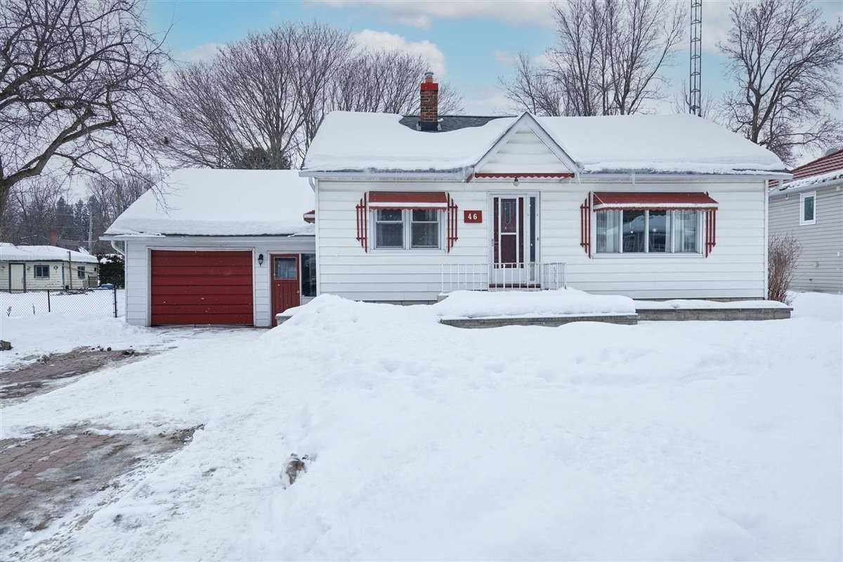 pictures of house for sale MLS: S5127772 located at 46 Peter St, Springwater L0L1P0