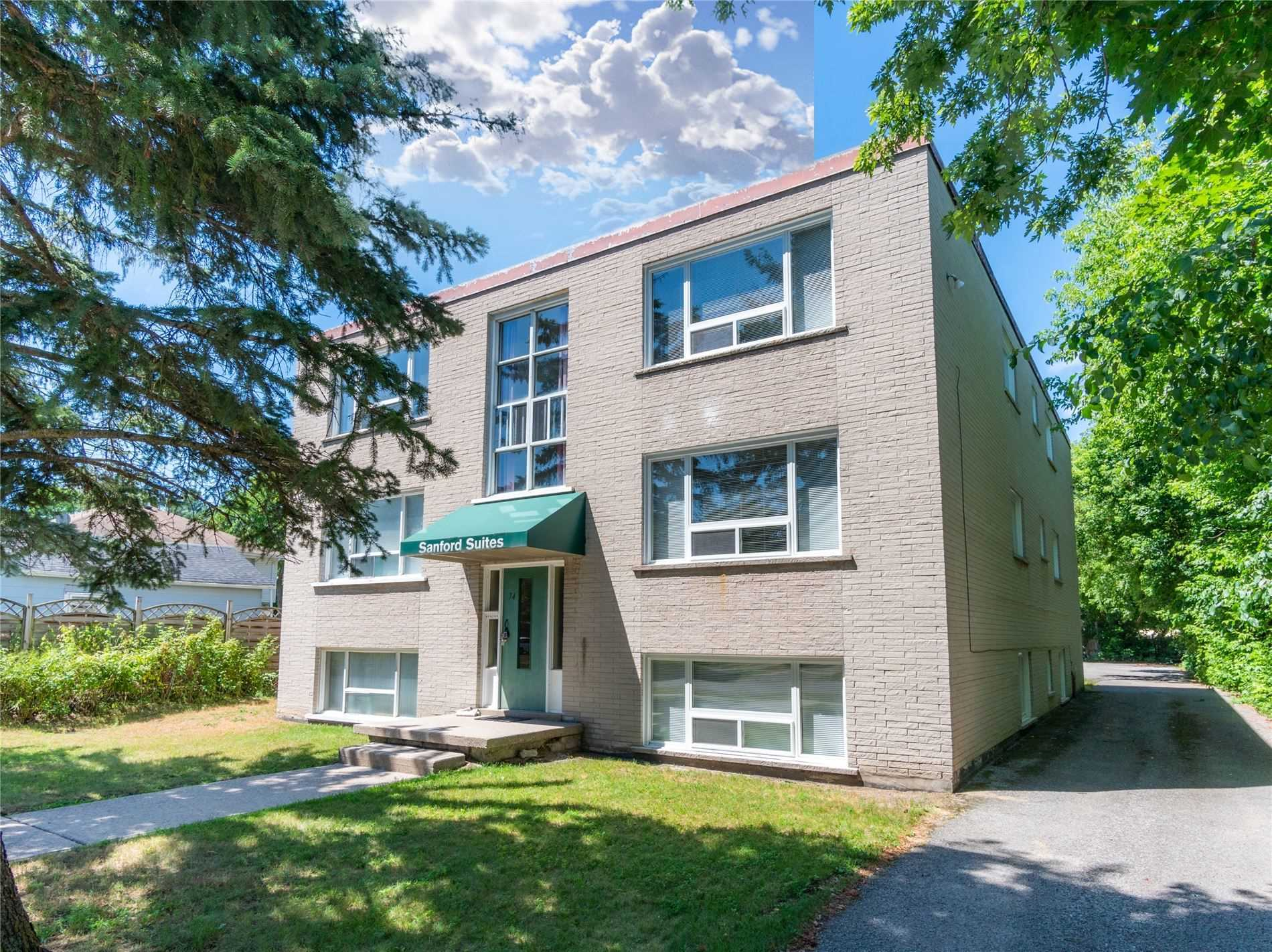 pictures of 74 Sanford St, Barrie L4N3C5