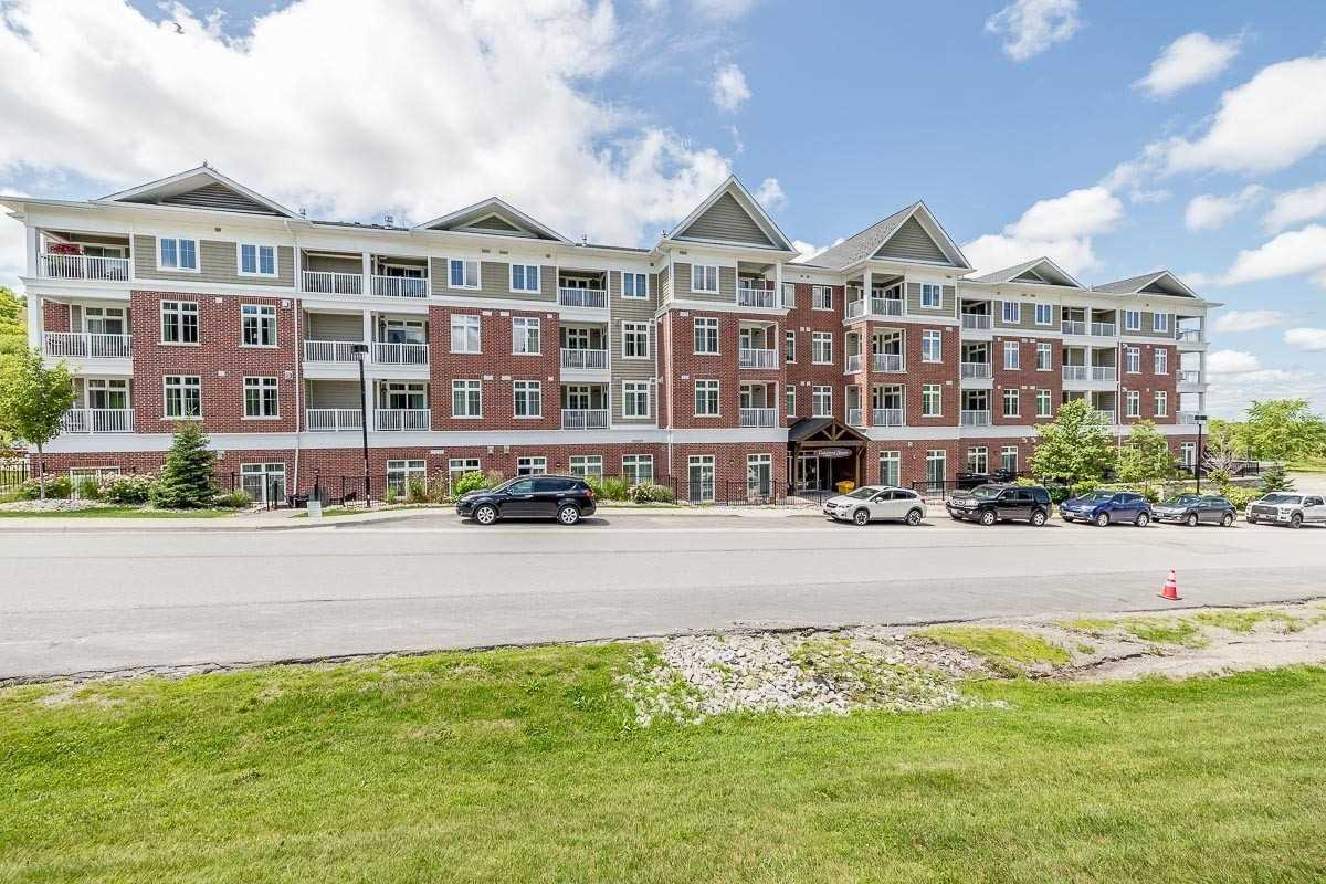 pictures of 40 Horseshoe Valley Blvd, Oro-Medonte L4M4Y8