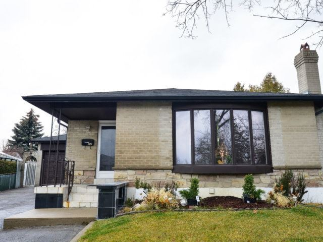 pictures of 12 Manfred Ave, Toronto M9V2L2