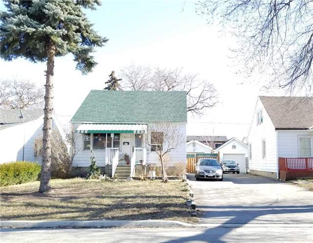 pictures of 3056 Churchill Ave, Mississauga L4T1R3