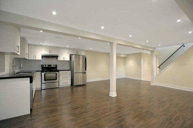 pictures of 428 Lana Terr, Mississauga L5A3B3