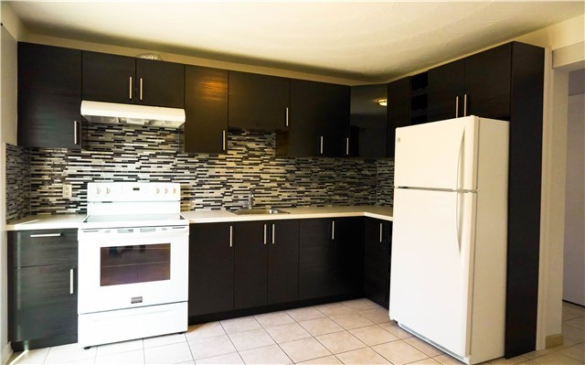 pictures of 1143 Melton Dr, Mississauga L4Y 3T9