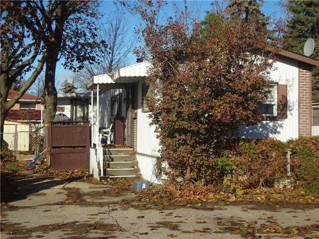 pictures of 1749 Dundas St E, Mississauga L4X2R6