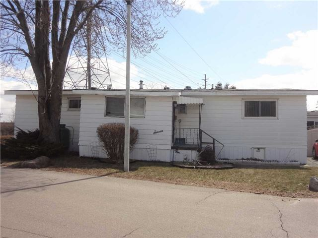 pictures of 1749 Dundas St, Mississauga L4X 2R6