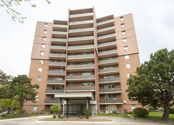 pictures of 3065 Queen Frederica Dr, Mississauga L4Y3A3