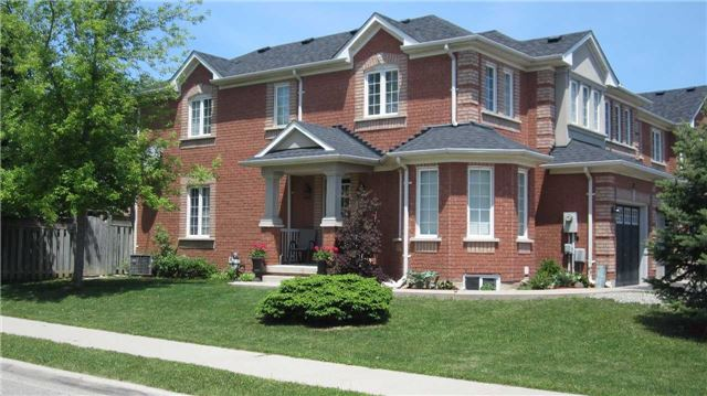 pictures of 32 Todmorden  Dr, Brampton L7A1M7