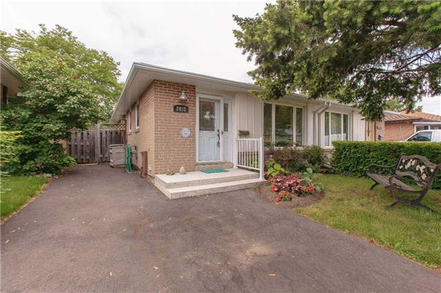 pictures of 2453 Yeovil Rd, Mississauga L5J2G1