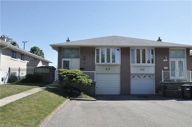 pictures of 1455 Sandgate Cres, Mississauga L5J2E3