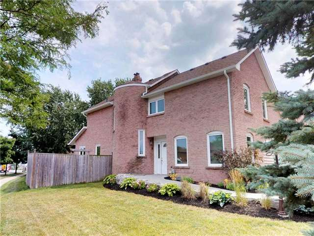 pictures of 1010 Runnymead Cres, Oakville L6M 1C4